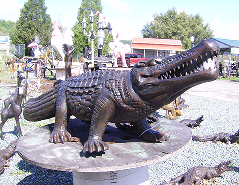 alligator-garden-statues